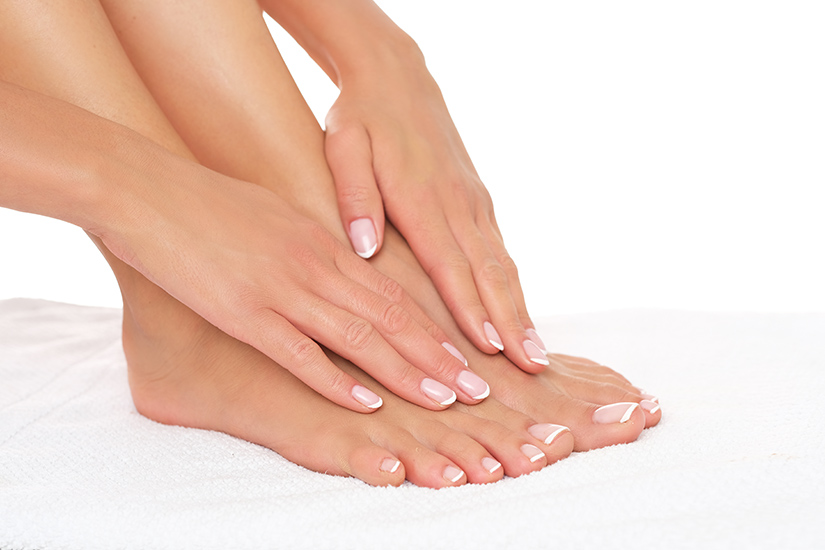 pielea dintre degetele de la picioare se uda)