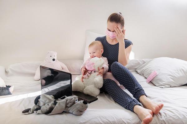 O mama care a nascut intr-un spital de stat ii scrie ministrului Eugen Nicolaescu - Hotnews Mobile